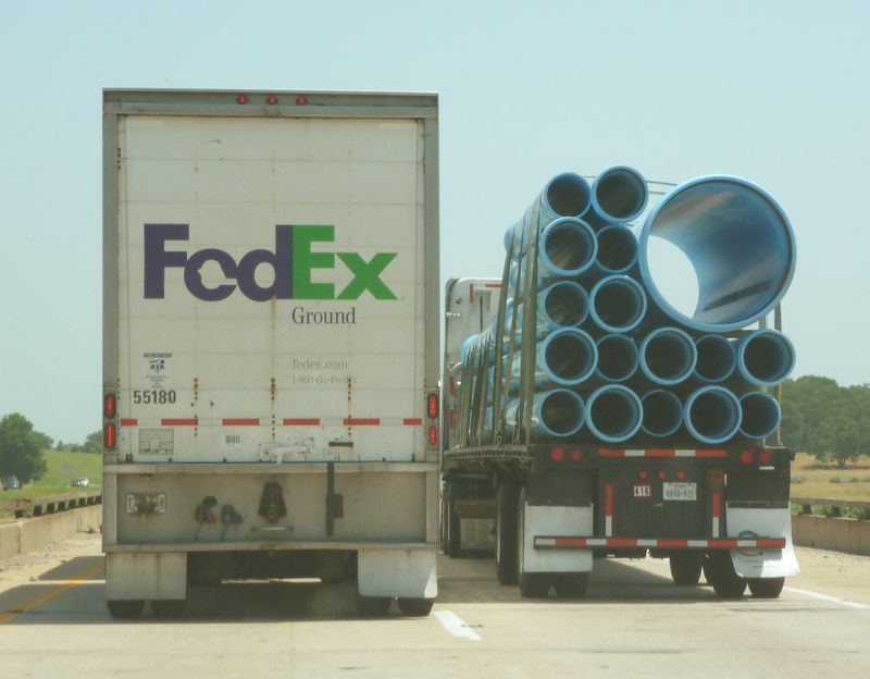 FedEx-PipeTrucks