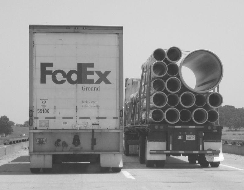 FedEx-PipeTrucks_BW